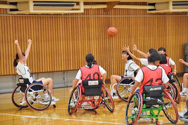 十文字_車椅子バスケットにトライした中3生たち